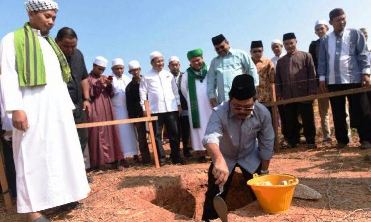 Gubenur Kepri MeAClakukan Peletakan Batu Pertama