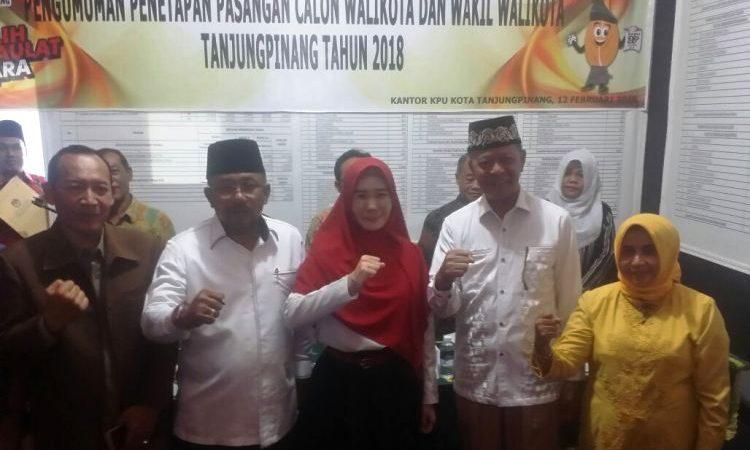 Wartakepri, Ketua KPU Roby bersama dua pasan calon Pilkada Tanjungpinang