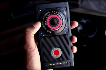 Wartakepri, Teaser Red Hydrogen One